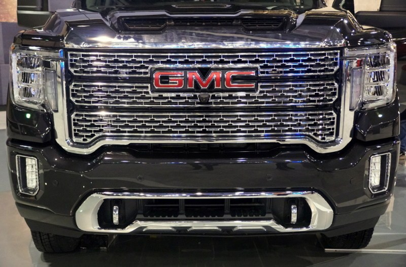 closeup of 2020 gmc grill